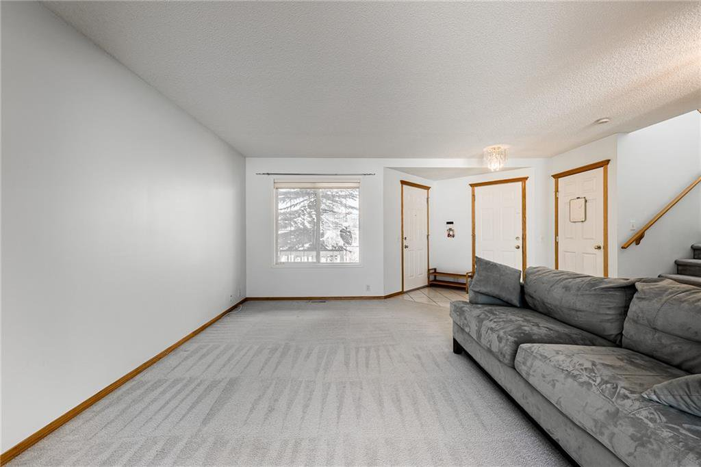 Photo 3: Photos: 242 SCOTIA Point NW in Calgary: Scenic Acres Detached for sale : MLS®# C4291912