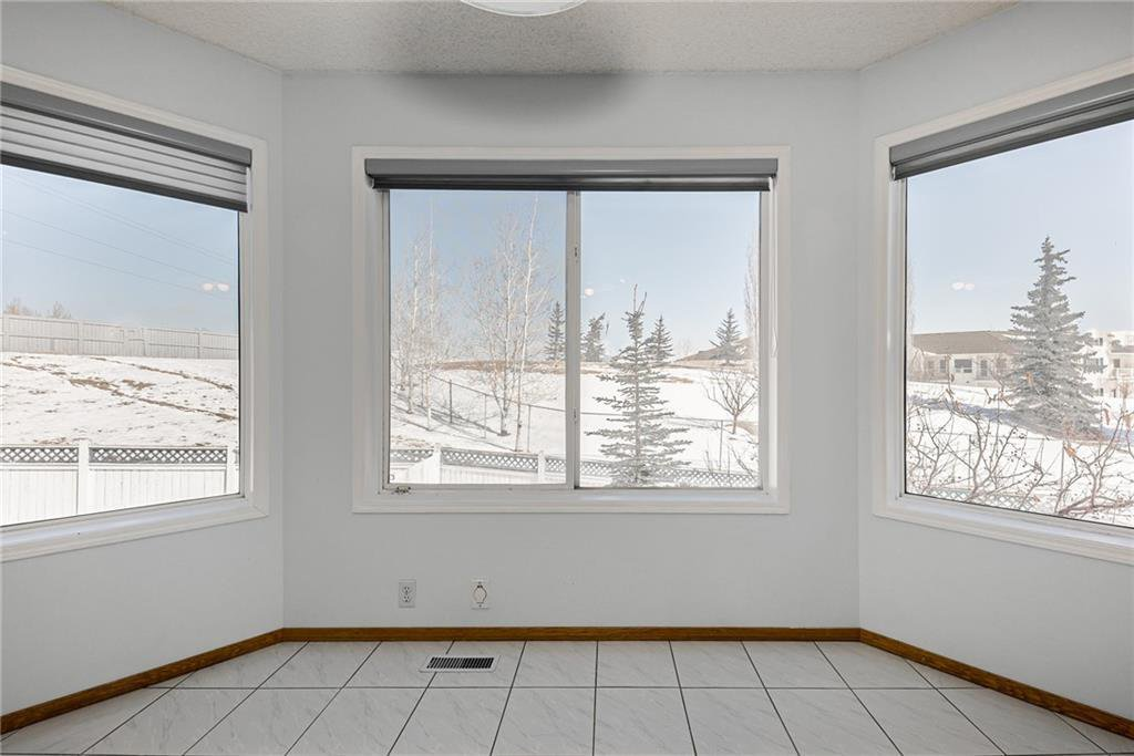 Photo 11: Photos: 242 SCOTIA Point NW in Calgary: Scenic Acres Detached for sale : MLS®# C4291912