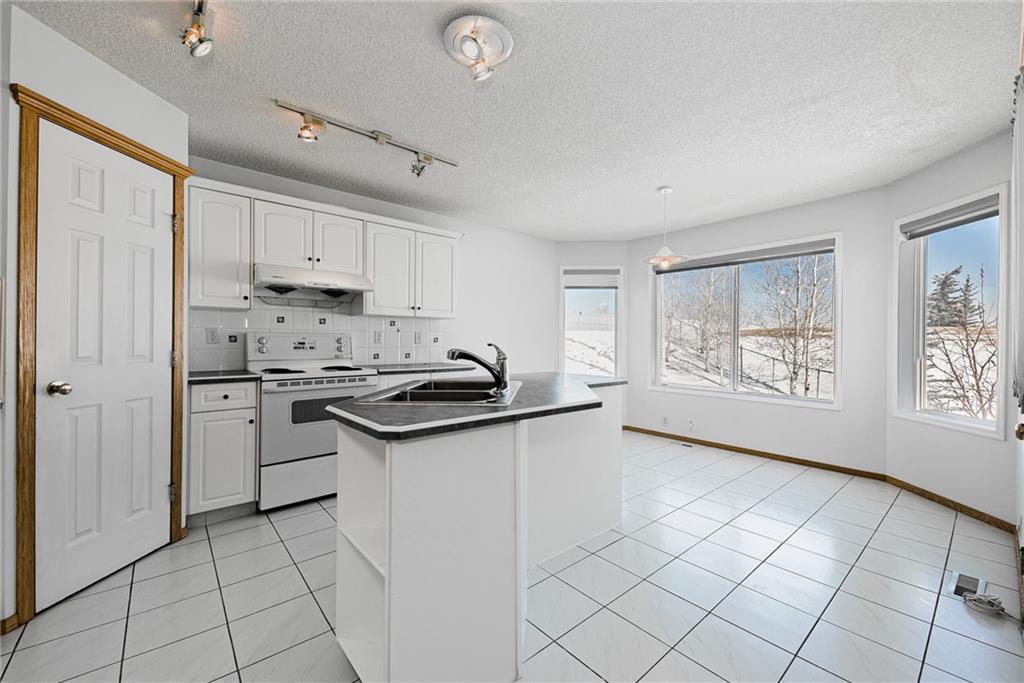 Photo 10: Photos: 242 SCOTIA Point NW in Calgary: Scenic Acres Detached for sale : MLS®# C4291912