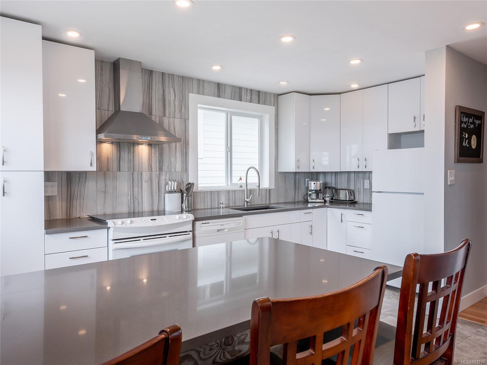 Main Photo: 5047 LOST LAKE Rd in : Na Hammond Bay House for sale (Nanaimo)  : MLS®# 851231