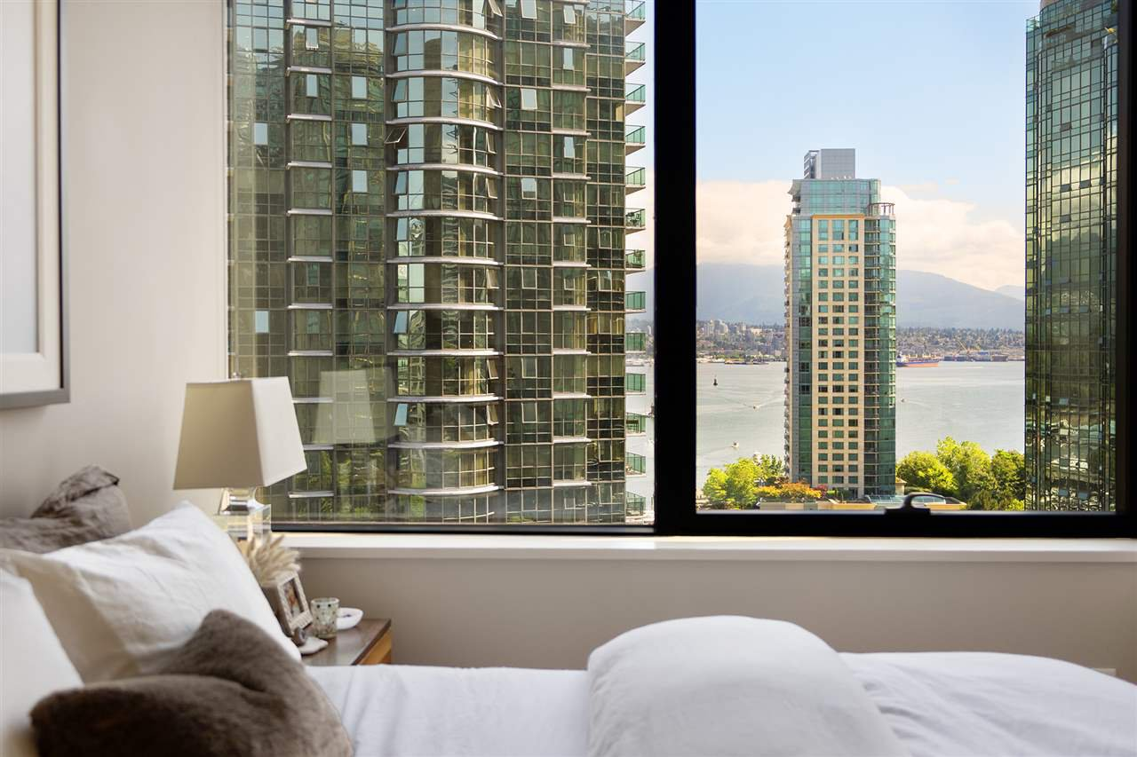 """Main Photo: 1006 1333 W GEORGIA Street in Vancouver: Coal Harbour Condo for sale in """"QUBE"""" (Vancouver West)  : MLS®# R2507933"""