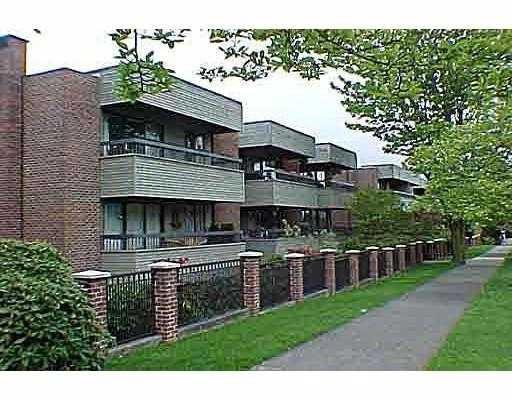 """Main Photo: 207 2255 YORK AV in Vancouver: Kitsilano Condo for sale in """"THE BEACH HOUSE"""" (Vancouver West)  : MLS®# V565404"""