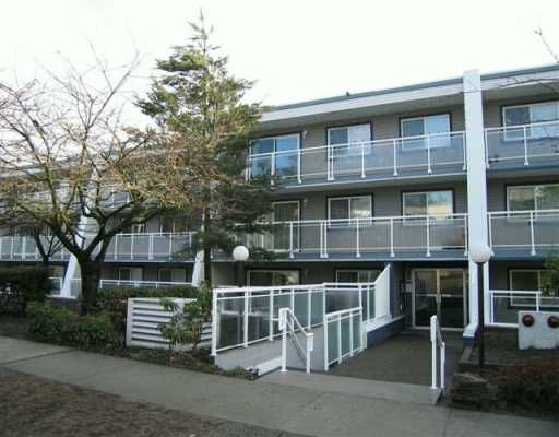 """Main Photo: 550 ROYAL Ave in New Westminster: Downtown NW Condo for sale in """"Harbourview"""" : MLS®# V627462"""