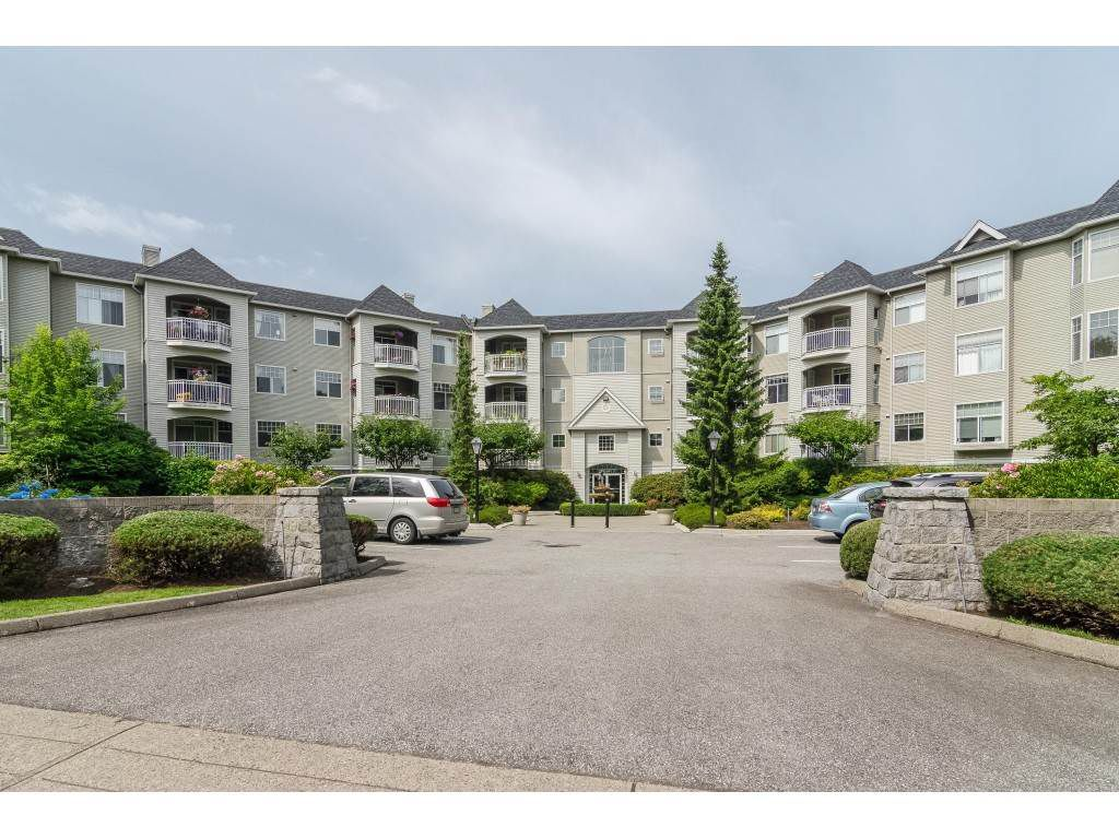"Main Photo: 310 5677 208 Street in Langley: Langley City Condo for sale in ""IVY LEA"" : MLS®# R2386704"
