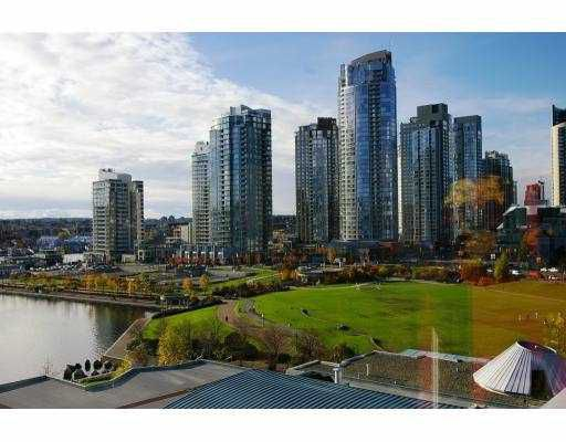"""Main Photo: 1005 1383 MARINASIDE CR in Vancouver: False Creek North Condo for sale in """"THE COLUMBUS"""" (Vancouver West)  : MLS®# V572289"""