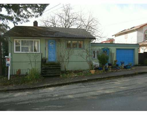 """Main Photo: 212 MOWAT Street in New Westminster: Uptown NW House for sale in """"BROW OF THE HILL"""" : MLS®# V624731"""