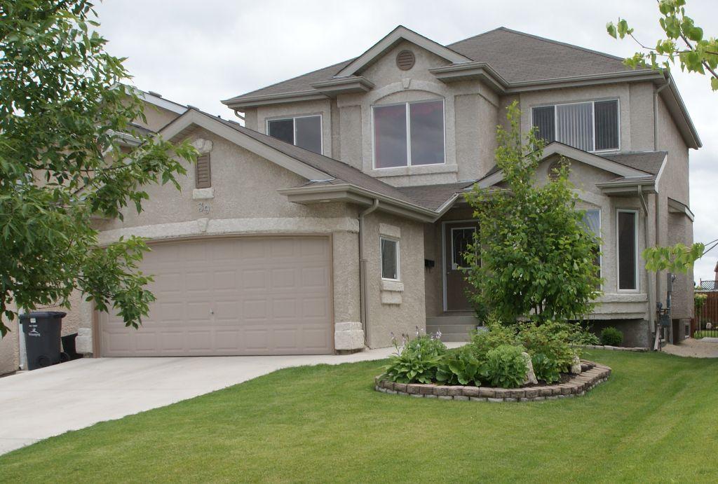 Main Photo: 39 Carsdale Drive in Winnipeg: West Kildonan / Garden City Residential for sale (North West Winnipeg)  : MLS®# 1114043