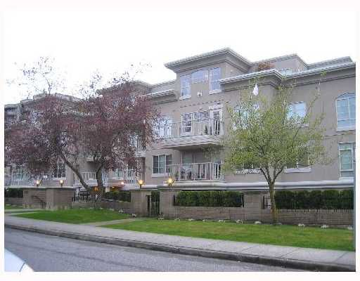 """Main Photo: 2490 W 2ND Ave in Vancouver: Kitsilano Condo for sale in """"THE TRINITY"""" (Vancouver West)  : MLS®# V640534"""