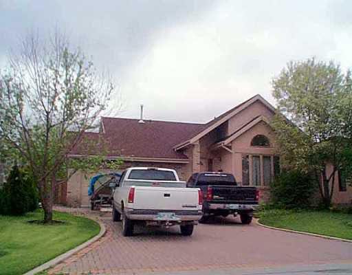 Main Photo: 107 BETHUNE Way in Winnipeg: St Vital Single Family Detached for sale (South East Winnipeg)  : MLS®# 2507545