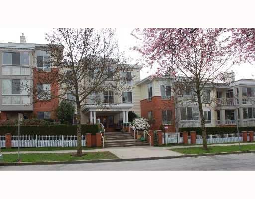 """Main Photo: 405 360 E 36TH Avenue in Vancouver: Main Condo for sale in """"MAGNOLIA GATES"""" (Vancouver East)  : MLS®# V684437"""