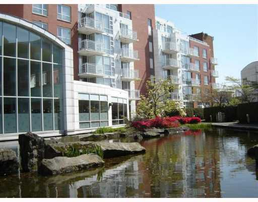 "Main Photo: 688 FAIRCHILD Road in Vancouver: Oakridge VW Condo for sale in ""FAIRCHILD COURT"" (Vancouver West)  : MLS®# V644864"