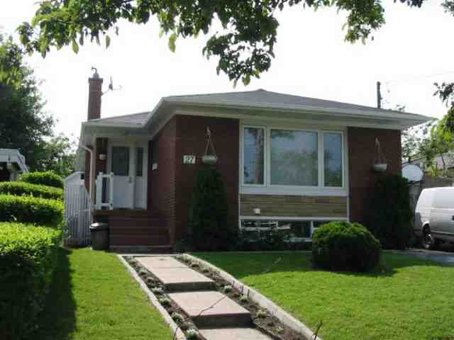 Main Photo: 27 Tremely Crest in Toronto: House (Bungalow) for sale (E04: TORONTO)  : MLS®# E1172534