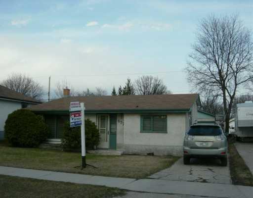 Main Photo: 677 PARKHILL Street in Winnipeg: Westwood / Crestview Single Family Detached for sale (West Winnipeg)  : MLS®# 2603957