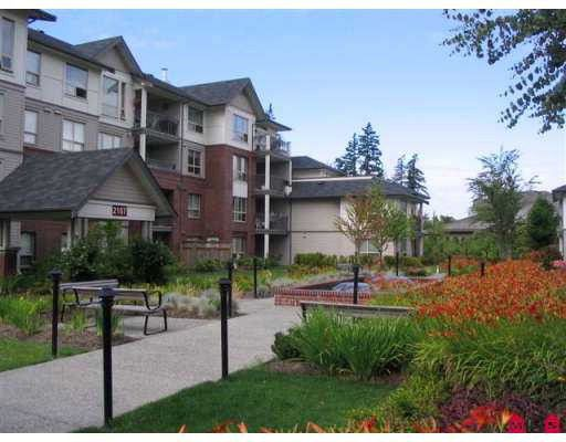 """Main Photo: 107 2167 152ND Street in White_Rock: Sunnyside Park Surrey Condo for sale in """"MURFIELD GARDENS"""" (South Surrey White Rock)  : MLS®# F2802567"""