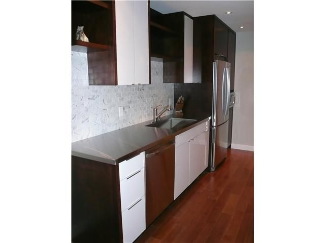 "Main Photo: 1575 Balsam in Vancouver: Kitsilano Condo for sale in ""Balsam West"" (Vancouver West)  : MLS®# V846532"