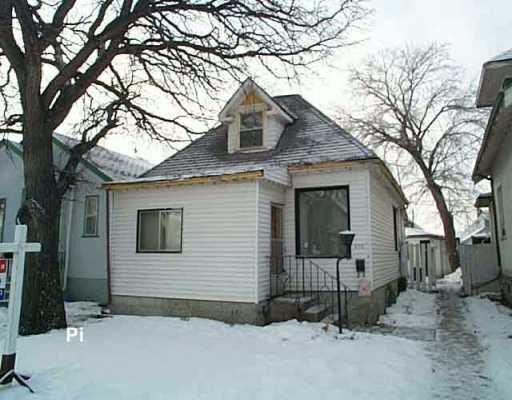 Main Photo:  in Winnipeg: East Kildonan Single Family Detached for sale (North East Winnipeg)  : MLS®# 2518784
