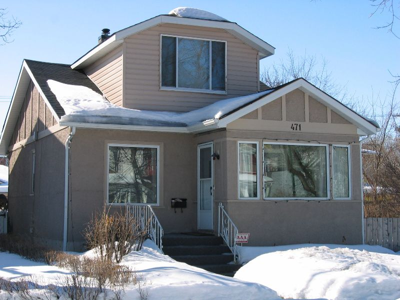 Main Photo: 471 Richot Street in Winnipeg: St Boniface Single Family Detached for sale (2b)  : MLS®# 2605907
