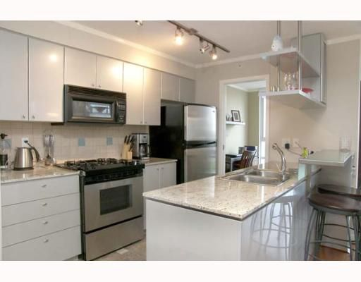 """Main Photo: 703 1438 RICHARDS Street in Vancouver: False Creek North Condo for sale in """"AZURA I"""" (Vancouver West)  : MLS®# V646445"""