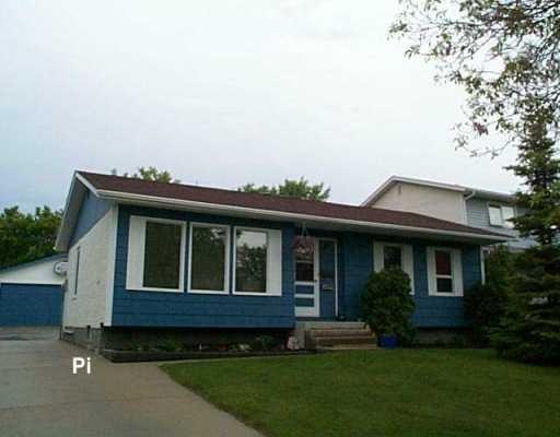 Main Photo: 74 KILLINGTON Bay in Winnipeg: North Kildonan Single Family Detached for sale (North East Winnipeg)  : MLS®# 2608453