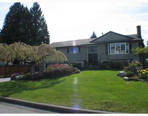 Main Photo: 2055 YEOVIL Avenue in Burnaby: Montecito House for sale (Burnaby North)  : MLS®# V706286
