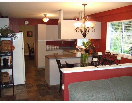 Photo 2: Photos: 216 GRANDVIEW HEIGHTS Road in Gibsons: Gibsons & Area House for sale (Sunshine Coast)  : MLS®# V714256