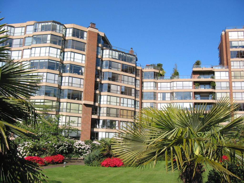 Main Photo: 910-1450 Pennyfarthing Drive in Vancouver: Kitsilano Condo for sale (Vancouver West)