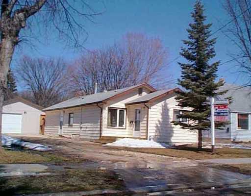 Main Photo: 29 SADLER Avenue in Winnipeg: St Vital Single Family Detached for sale (South East Winnipeg)  : MLS®# 2504109