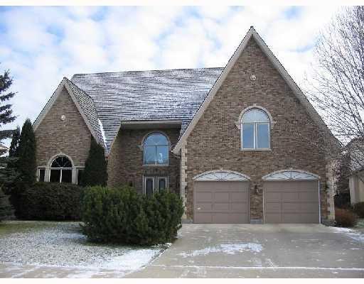 Main Photo: 18 DUMBARTON Boulevard in WINNIPEG: River Heights / Tuxedo / Linden Woods Residential for sale (South Winnipeg)  : MLS®# 2719777