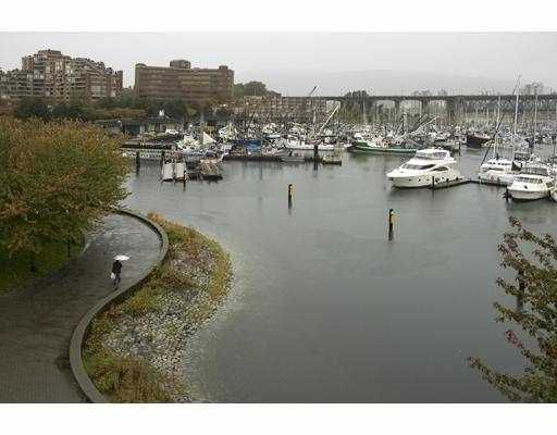 """Main Photo: 405 1502 ISLAND PARK Walk in Vancouver: False Creek Condo for sale in """"THE LAGOONS"""" (Vancouver West)  : MLS®# V674529"""
