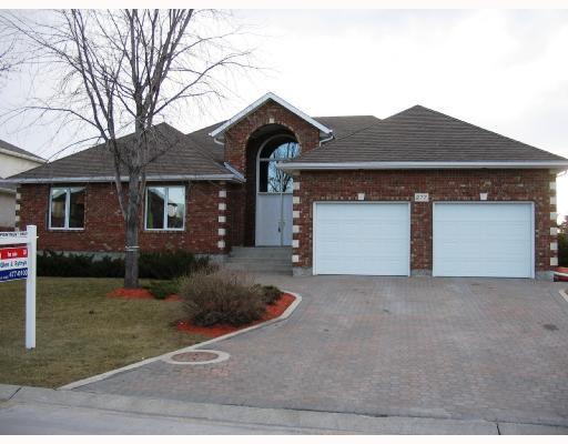Main Photo: 277 SOUTHBRIDGE Drive in WINNIPEG: Windsor Park / Southdale / Island Lakes Residential for sale (South East Winnipeg)  : MLS®# 2805735