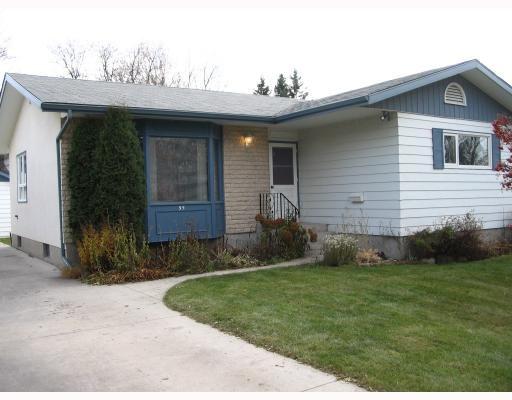 Main Photo: 95 ROSELAWN Bay in WINNIPEG: North Kildonan Residential for sale (North East Winnipeg)  : MLS®# 2920154