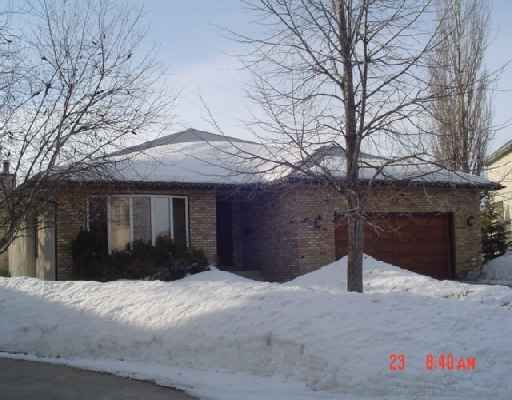 Main Photo: 22 SANDSTONE PLACE in : Fort Garry/Whyte Ridge/St Norbert Residential for sale (South West Winnipeg)  : MLS®# 2704125