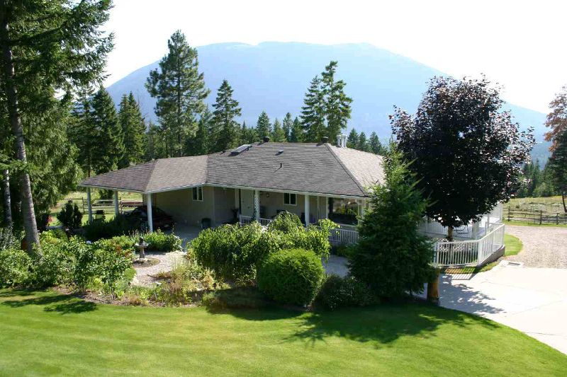 Main Photo: 3410 Roberge Place in Tappen: Acreage with home Residential Detached for sale : MLS®# 9218732