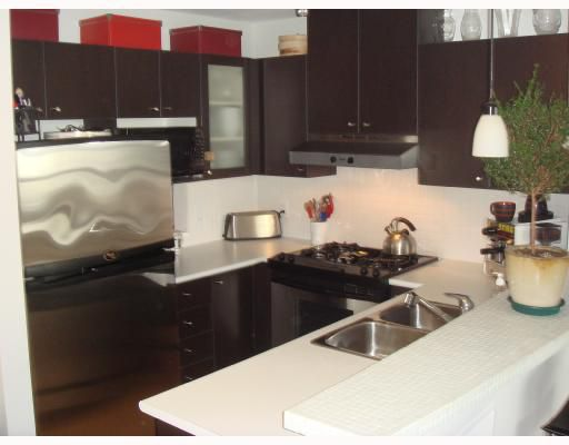 """Main Photo: 704-124 W 1st Street in North_Vancouver: Lower Lonsdale Condo for sale in """"THE Q"""" (North Vancouver)  : MLS®# V673863"""