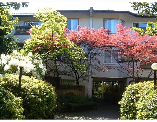 """Main Photo: 308 809 W 16TH Street in North_Vancouver: Hamilton Condo for sale in """"PANORAMA COURT"""" (North Vancouver)  : MLS®# V646950"""