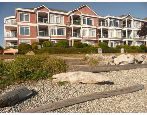 """Main Photo: 207 5470 INLET Avenue in Sechelt: Sechelt District Condo for sale in """"THE BEACH HOUSE"""" (Sunshine Coast)  : MLS®# V671061"""