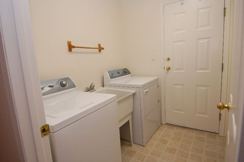 Photo 14: Photos: 181 JOHNSON PLACE: House for sale : MLS®# 268521