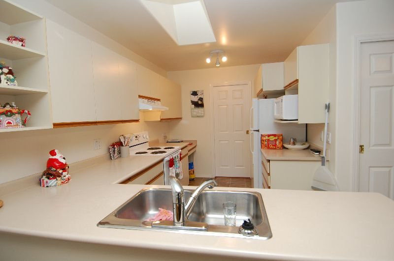 Photo 8: Photos: 181 JOHNSON PLACE: House for sale : MLS®# 268521