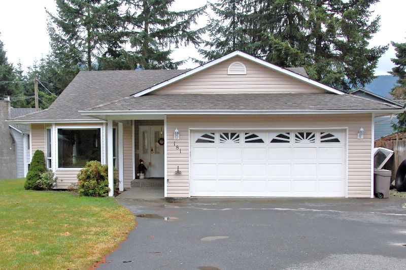 Photo 1: Photos: 181 JOHNSON PLACE: House for sale : MLS®# 268521