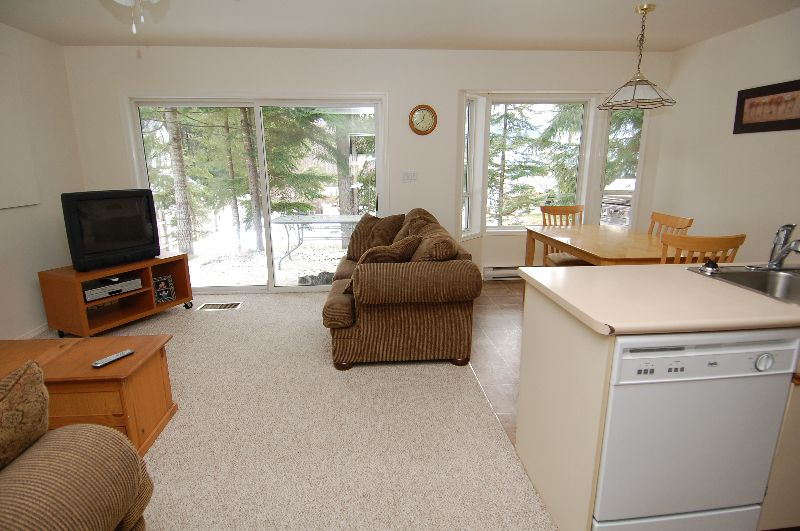 Photo 9: Photos: 181 JOHNSON PLACE: House for sale : MLS®# 268521