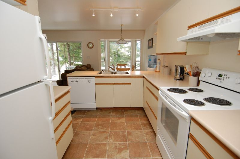 Photo 7: Photos: 181 JOHNSON PLACE: House for sale : MLS®# 268521