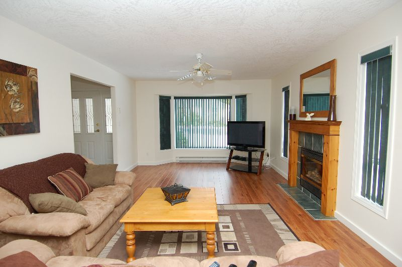 Photo 5: Photos: 181 JOHNSON PLACE: House for sale : MLS®# 268521