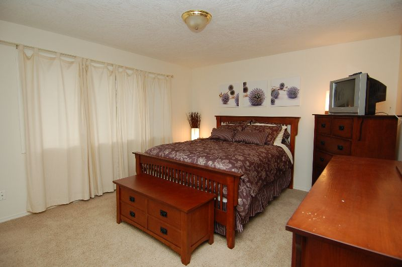 Photo 12: Photos: 181 JOHNSON PLACE: House for sale : MLS®# 268521