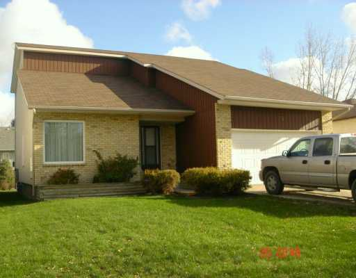 Main Photo: 73 RUSHMORE Road in Winnipeg: North Kildonan Single Family Detached for sale (North East Winnipeg)  : MLS®# 2618541