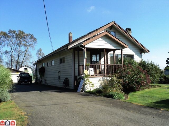 Main Photo: 5466 GLENMORE ROAD Road: House for sale