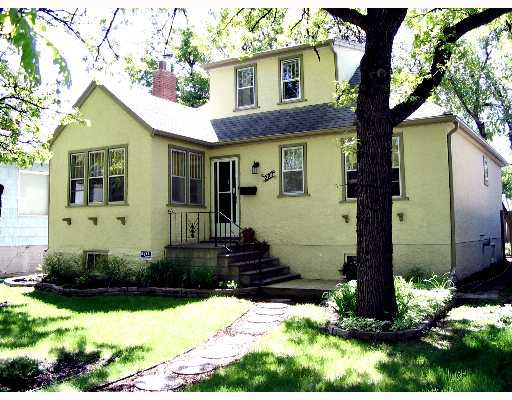 Main Photo: 227 BEAVERBROOK Street in WINNIPEGOS: River Heights / Tuxedo / Linden Woods Single Family Detached for sale (South Winnipeg)  : MLS®# 2709122