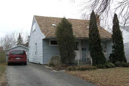 Main Photo: 17 George St in AJAX: House (1 1/2 Storey) for sale (E14: AJAX)  : MLS®# E1092607