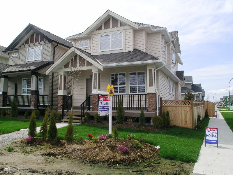 Main Photo: 6893 192ND Street in Surrey: Clayton House for sale (Cloverdale)  : MLS®# F2807843