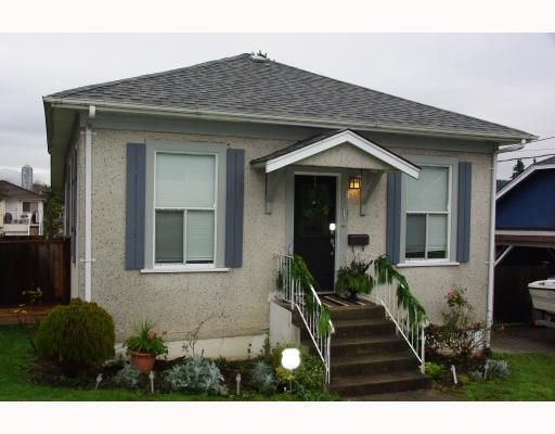 Main Photo: 321 HOULT ST in New Westminster: House for sale : MLS®# V799031