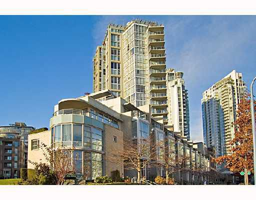 "Main Photo: 105 1228 MARINASIDE Crescent in Vancouver: False Creek North Townhouse for sale in ""CRESTMARK II"" (Vancouver West)  : MLS®# V682760"